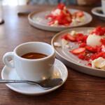 食堂RUTA - エスプレッソ・いちごミルクの皿盛りドルチェ