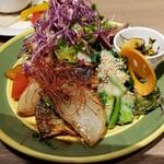 GRANDMIRAGE WHOLE NOTE CAFE - 焼きブリ大根と菜の花の酢みそあえ+サラダ