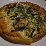 鹿田町 ムラサメ - アンチョビのピザ