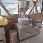 14502637 - 店内奥には粉を挽く部屋があります。