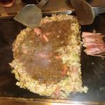 もんじゃ 来る実 - 頭と尻尾は端でカリカリになるまで焼いてそのまま食べます♪