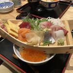鮨・酒・肴 杉玉 - 舟盛り丼 990円