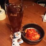 炭火焼肉 行天 - ウーロン茶(300円)キムチ(400円)
