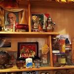 Tashidere - 店に入ると「ダライ・ラマ」の写真が飾ってあります。