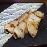 すし処 市柳 - フッコを炙っています
