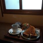 喫茶 アカリマチ -