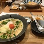 東京たらこスパゲティ - 手前がカルボナーラ、奥が素たらこ