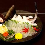 魚問屋 まる吉 - 一番人気のカワハギのお刺身