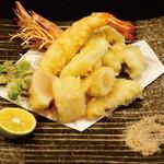 魚問屋 まる吉 - サックサクの天ぷらは揚げたてを是非