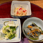 あきよし - お通し3種、浅漬け、煮物、酢の物