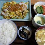治作 - ランチ かつとじセット 900円。半端ない満腹感に感謝!!