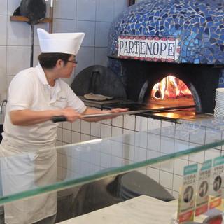 パルテノペ 広尾店 - 慎重に焼き上げます
