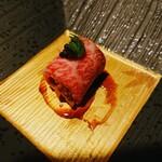 海鮮料理 雲丹しゃぶしゃぶ 工藤 - 神戸牛うに巻き キャビア添え