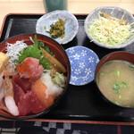 もみじや - 海鮮丼ランチ全貌