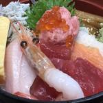 もみじや - 海鮮丼アップ