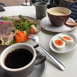 guddomo-ningukafenawadeizu - 朝から豪華な食事