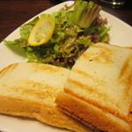 ナガハマコーヒー - ホットサンドとサラダ