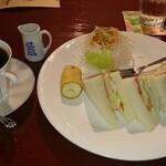 カフェステージバークリー - 料理写真:日替りモーニング BLTサンド(バークリープレンド)