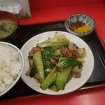 栄飯店 - 料理写真:この日の日替わり、牛肉とエリンギチンゲン菜オイスターソース炒め