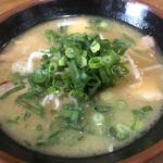 ラーメン長洲 - ラーメン アップ スープは、醤油豚骨です