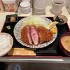 嬉嬉豚とんかつ 「君に、揚げる。」 - 料理写真:平日ランチの嬉嬉豚熟成肉[ねむるぶたおふとん]ロースとんかつ