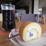 ミクニカフェ&レストラン - 料理写真:「奥出雲ロール」にアイスコーヒーを付けたケーキセットです。