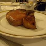ワインビストロ ベルジェ - 骨付き飯田豚のロースト