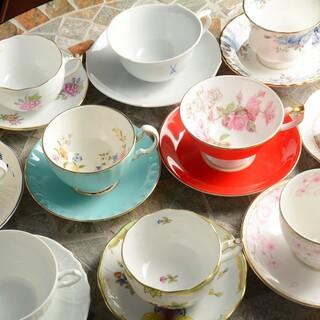 ◎マイセンやウェッジウッドなど珈琲を彩る多彩なカップ-。