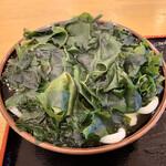 145135628 - わかめうどん(中)                       ワカメは驚きのボリューム!                       麺、出汁はほとんど見えない状態(^^;;