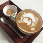 カフェ ファンチャーナ - ドリンク付き。 食後にカプチーノ(+100円)にしました。 熊のアート可愛い。