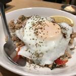 米沢鶏肉店 - 本格的ガパオライス