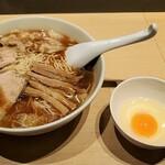大勝軒 - 中華麺中+ワンタン+生玉子