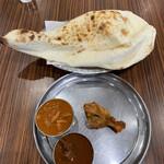 デヴィ インディア - チキンカレー、マトンカレー、ナン、タンドリーチキン