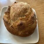 カントリーブラン - つくねいもパン226円