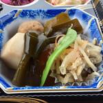 和食処 万松 - 炊き合わせ、大根と木耳の煮物