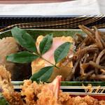 和食処 万松 - 鰆の粕漬け、出し巻き玉子、きんぴら