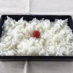 和食処 万松 - 別盛りのご飯は量もたっぷり。