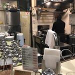 カレー専門店 横浜 - 店内