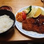 とんかつかつ一 - 料理写真:上豚カツ定食 1300円 これに小鉢が2つ