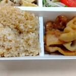 パリヤ - 玄米、豚肉とレンコンのすっぱ炒め ♪