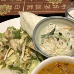 アンナンブルー・ブンカフェ - サラダ えびせんべい