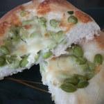 マロンド - 枝豆チーズ塩パン 断面