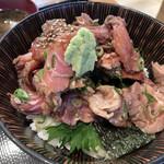 まぐろの鉄人 - ツノトロゆっけ丼(てんこ盛)り