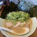 博多濃麻呂 - ネギチャーシュー+海苔