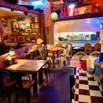 ストーブス - アメリカの西海岸の雰囲気が味わえる店内