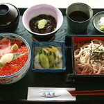悠流里 - 鮭の親子丼に店内で石挽きしたそばが付いた大人気メニュ-!1400円
