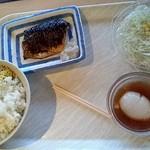 華さん食堂 - ●ご飯(中)・おんたま・サラダ・さばの塩焼き●