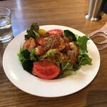 アネアカフェ - ライスの上にサラダ