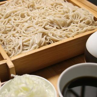 北海道よりそば粉を直送して毎朝打つ自家製二八蕎麦