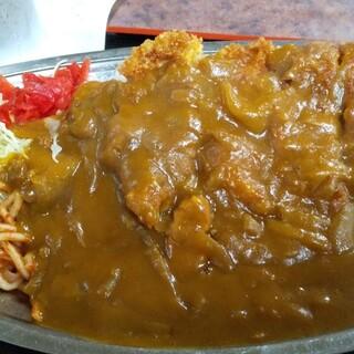 まるみ ドライブイン - 料理写真:カツカレー全景!手のひら大のトンカツ!